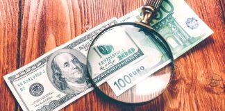 Dollar Lower Versus Euro as Political Risks Linger