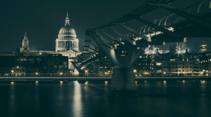 Pound Stable vs Dollar Close To Weekly High As US Senate Passes Tax Reform Bill