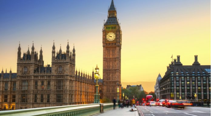 Pound Closes Sub $1.40 vs. Dollar Amidst UK House Price Slowdown