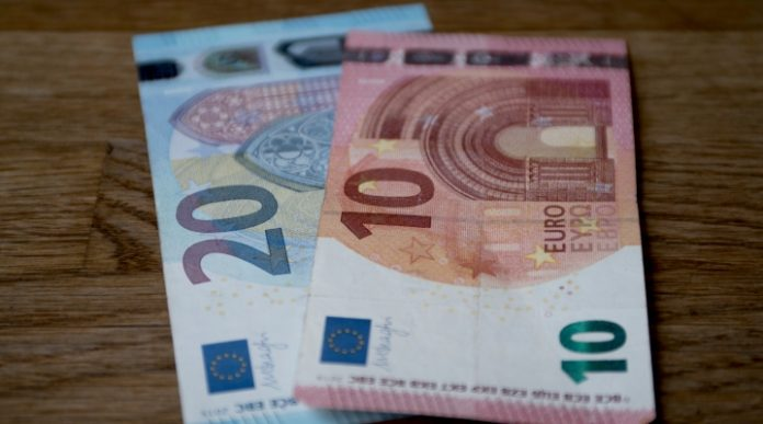 GBP/EUR: Pound Lower vs Euro As UK Manufacturing Sector Shrinks