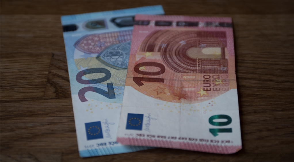 GBP/EUR: Pound Flat vs. Euro As Investors Look Towards UK Jobs Data