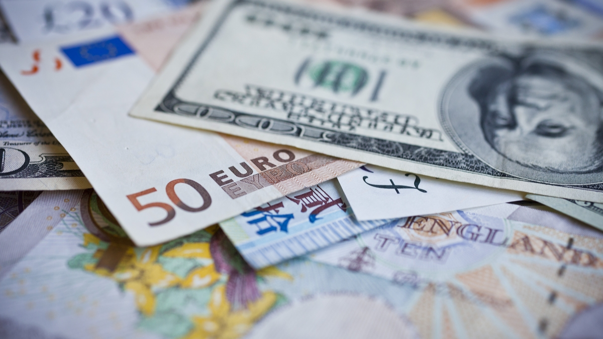 Eur Usd Dollar Drops As Trade Talk