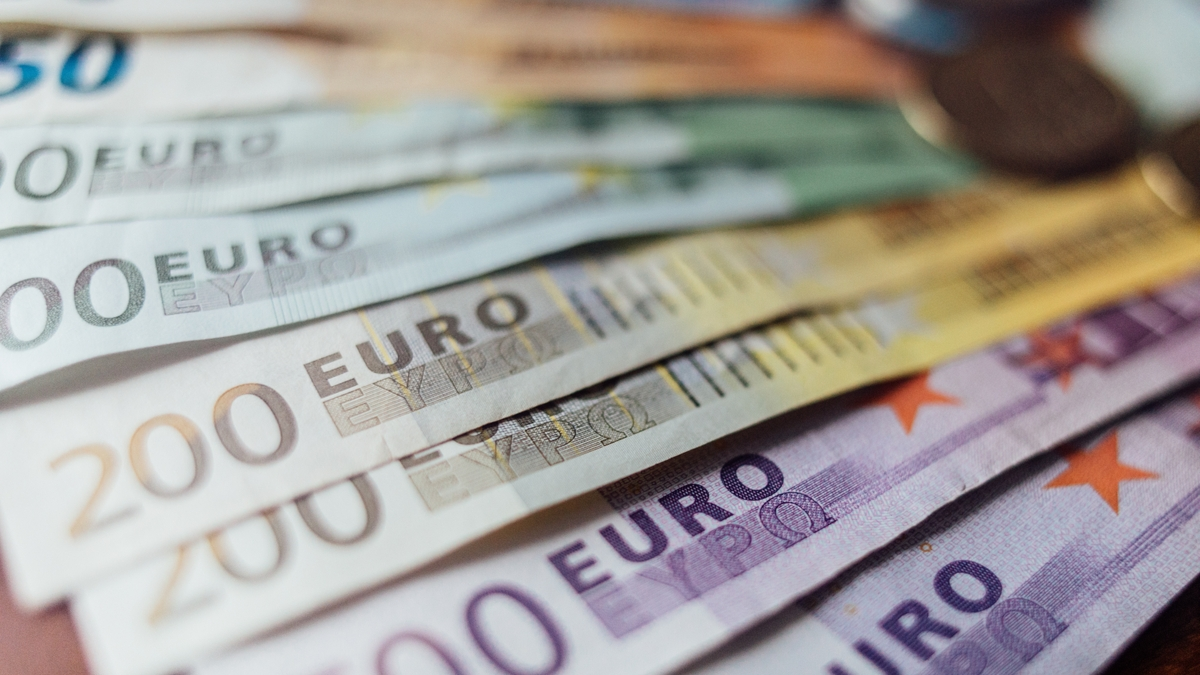 Eur Usd Euro Dives On Disointing