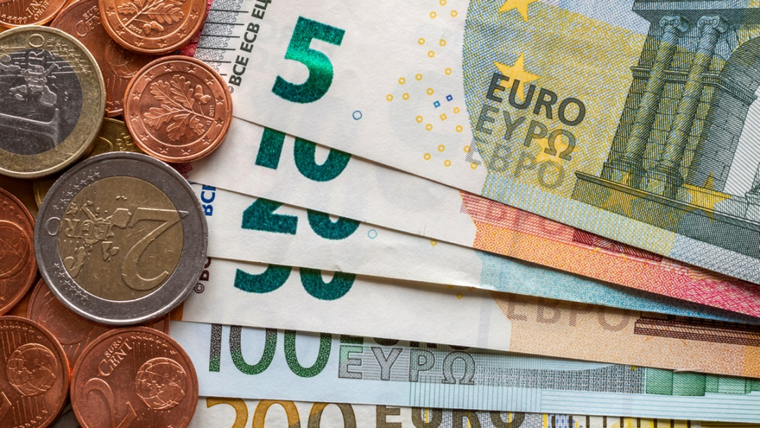 Eur Usd Euro Holds Gains As German