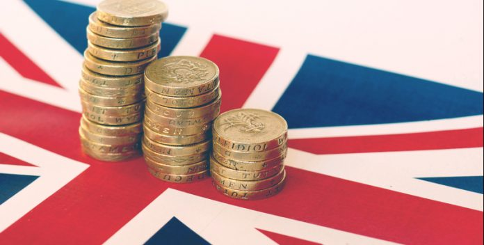 Pound Sinks Over USD After Bank of England Cuts Growth Forecast